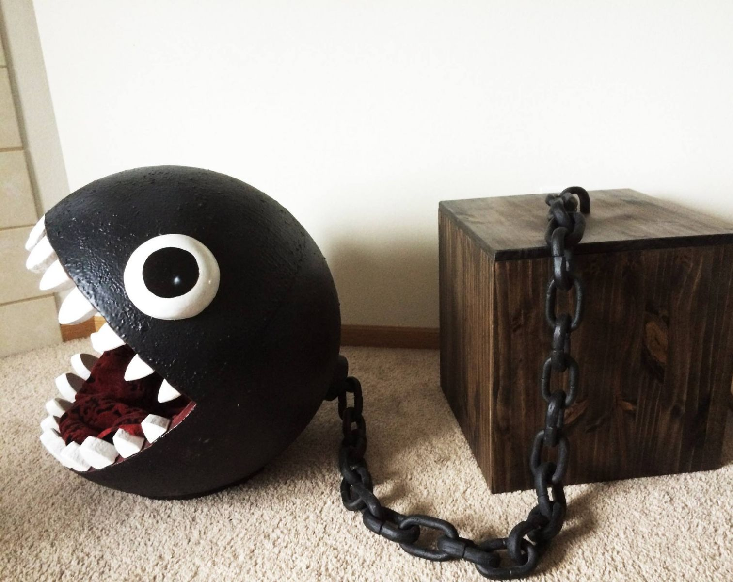un panier pour chat en forme de chain chomp insolite. Black Bedroom Furniture Sets. Home Design Ideas